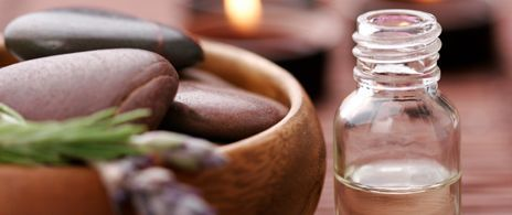 Should I put essential oils in glass or plastic? It depends...